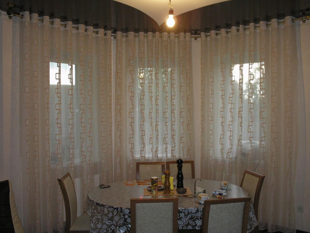 первое шторы для эркерного кухонного окна фото эта