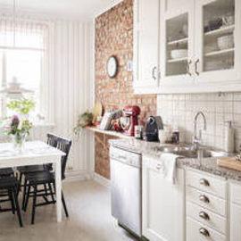 Небольшая кухня может быть красивой: обустраиваем со  вкусом и хорошим настроением