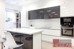 Кухня Кухня Студия мебели ЛДВ Современная контрастная с островом