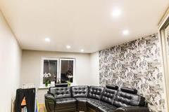 Натяжной потолок ТЕХО белый сатиновый с нишей под карниз