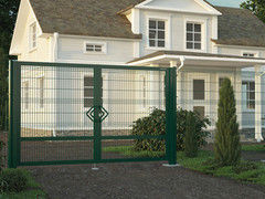 DoorHan Распашные ворота со стальной рамой и с заполнением сварной сеткой