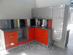 Кухня Кухня на заказ ПанГрад угловая с фасадами из акрилового пластика (шампань, облепиха)