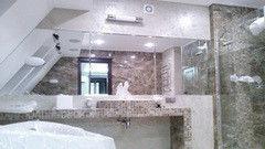 Мебель для ванной комнаты Valtera настенное бронза 4 мм, обработка полировка
