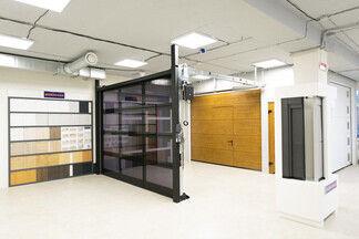 На Уборевича открылся новый шоурум гаражных ворот и дверей Hörmann. Посмотрите, как он выглядит